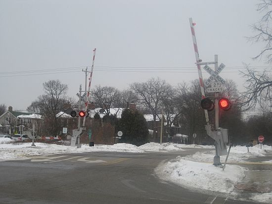 What you can do when railroad crossing gates malfunction