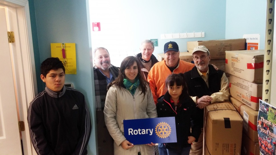 LF-LB Rotary Brings Coats to Nuestro Center