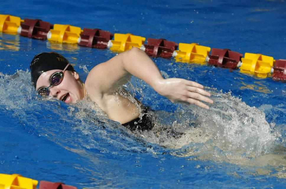 LoyolaSwim_08Story