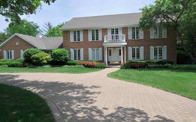 1475 East Course Drive, Riverwoods
