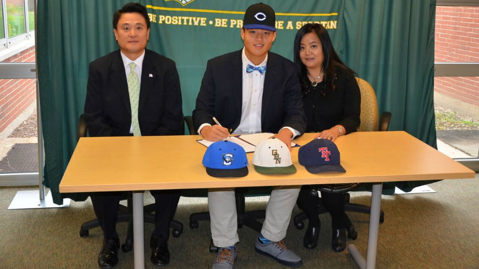 Glenbrook North's Oh signs with Creighton