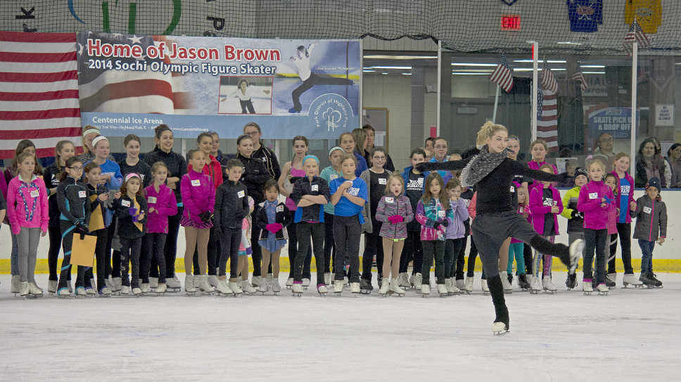 Gracie Gold performs, as Skatefest 2016 participants cheer her on. Photo courtesy of Park District of Highland Park.