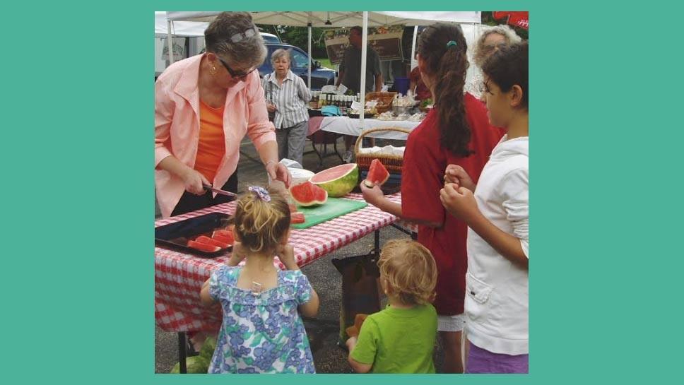 northbrook_farmers_market_sandy_frum_cuts_watermelon