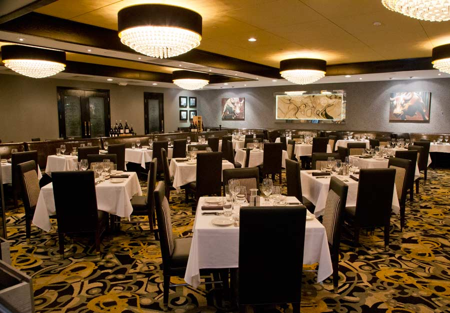 The Dining room at Morton's The Steakhouse in Northbrook.  Photography by Joel Lerner/JWC Media