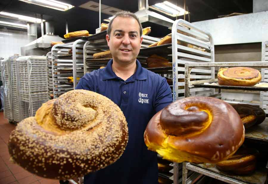 Once Upon a Bagel co-Owner Steve Geffen talks about the catering business around the Jewish High Holidays. PHOTOGRAPHY BY JOEL LERNER/JWC MEDIA
