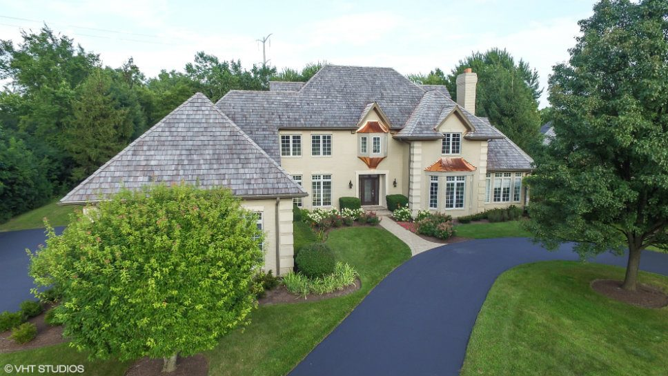 831 Hunter Lane, Lake Forest