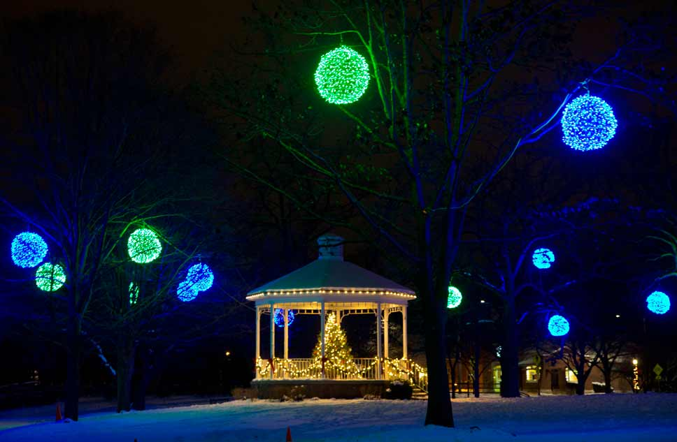 holiday gift lights up lake bluff