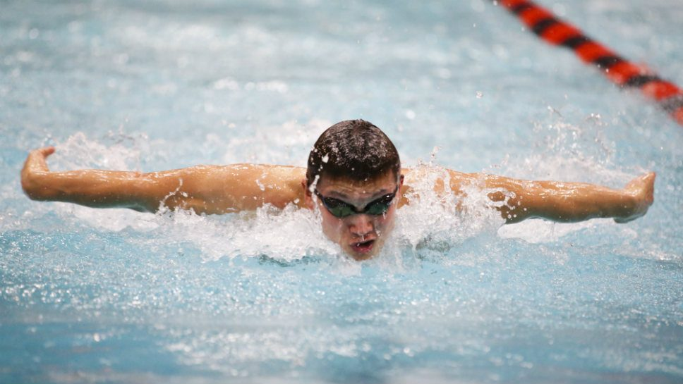 Poolside: Wells, Iida key GBS at Evanston Invite