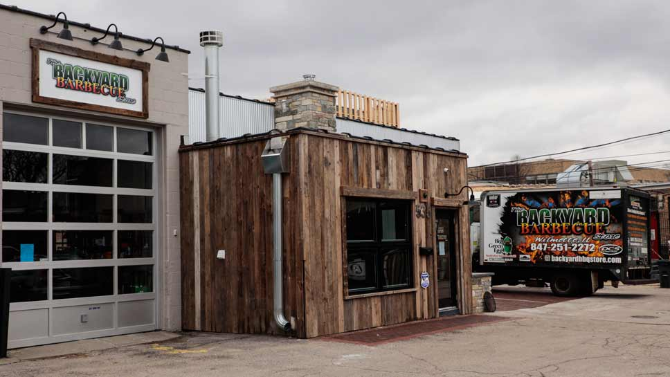 The new Backyard BBQ in Wilmette. PHOTOGRAPHY BY JOEL LERNER/JWC MEDIA - Newly Rehabbed Location For Backyard Barbecue