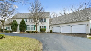 899 Lakewood Dr, Lake Forest
