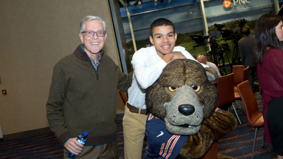Bears Team up with A Safe Place