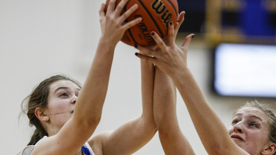 Lake Forest wins big in tourney opener