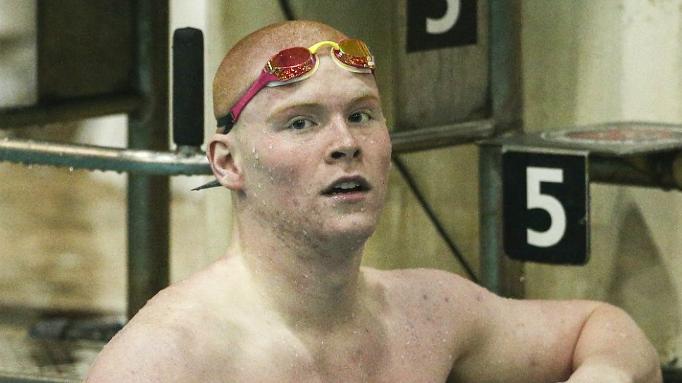 LA senior raises the Barr at state swim