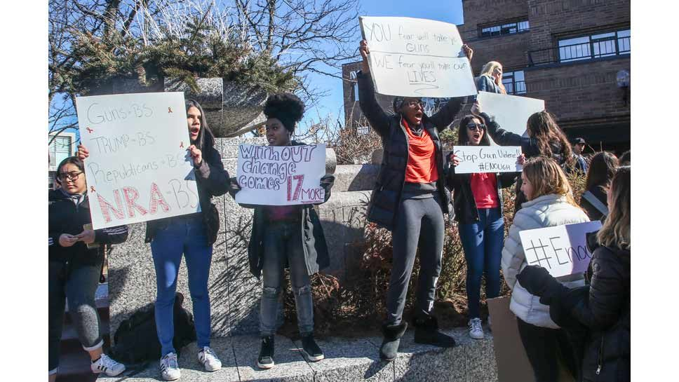 Highland Park Students Unite at Walkout