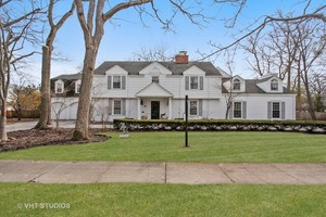 216 Pine Point Dr, Highland Park
