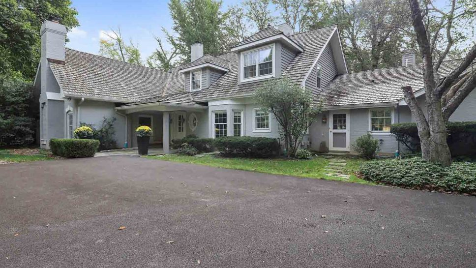 1351 N. Green Bay Road, Lake Forest