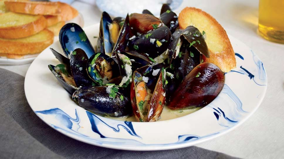 CIDER-STEAMED MUSSELS WITH SHALLOTS, GARLIC AND …